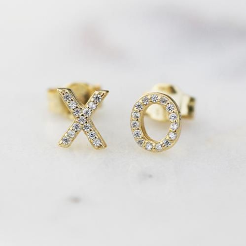 Audrey Zona NJ Integrative Personal Health Coach Favorite Valentine's Day Gifts Katie Diamond Jewelry XO Stud earrings